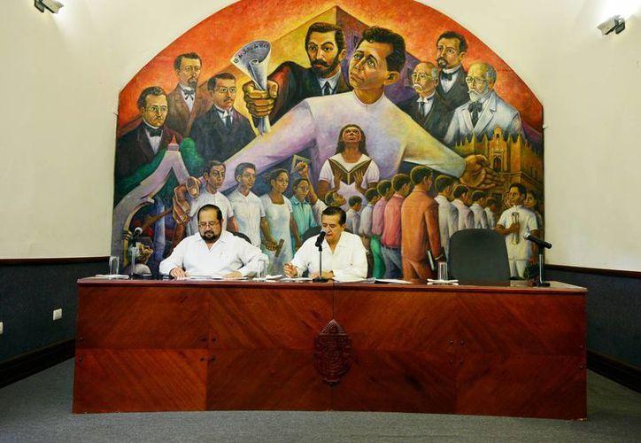 Imagen de la Sesión en pleno del Consejo Universitario, en la sede de la Uady. (Milenio Novedades)
