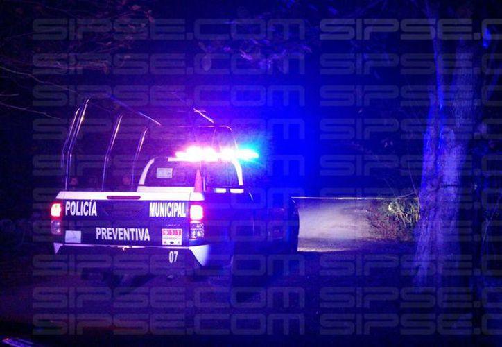Hasta el lugar acudieron elementos de Seguridad Publica asignados al Poblado de Leona Vicario, quienes al llegar encontraron el cuerpo de la persona. (Foto: Luis Hernández/SIPSE)