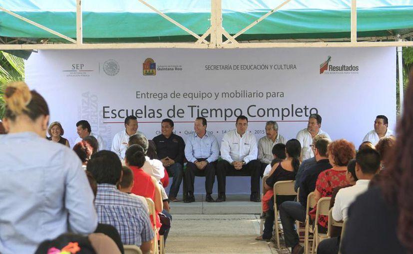 Las autoridades educativas realizaron una inversión de más de 45 millones en equipo para los planteles. (Harold Alcocer/SIPSE)