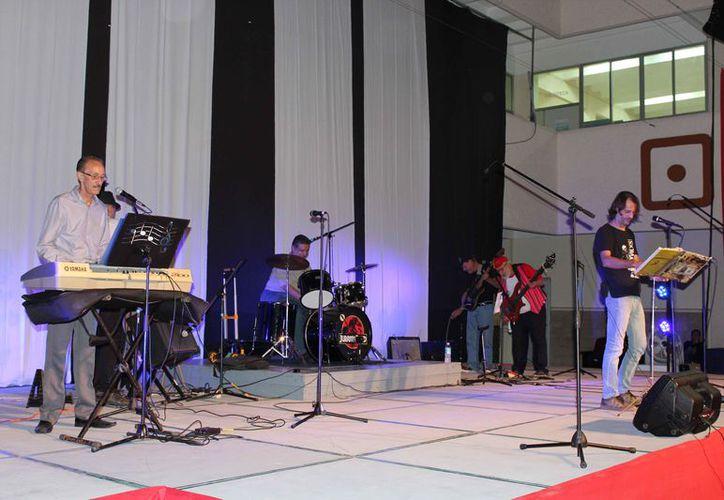 Se anuncia la participación de varios artistas en el evento musical. (Faride Cetina/SIPSE)