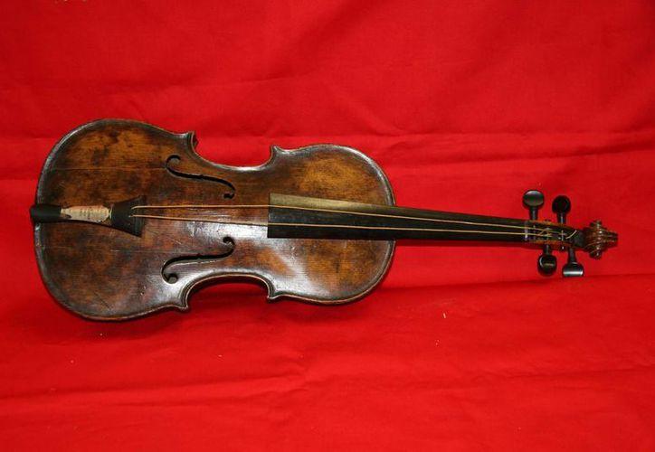 El instrumento fue sometido a numerosas pruebas para verificar su autenticidad desde que se le descubrió en 2006. (Agencias)