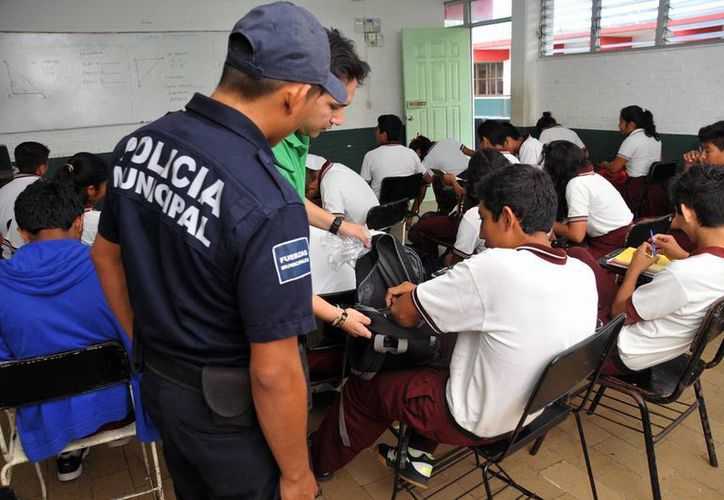 En esta ocasión, la Operación Mochila deberá ser aplicada por los mismos civiles (padres de familia) a fin de no afectar a los estudiantes. (Archivo/ Milenio Novedades)