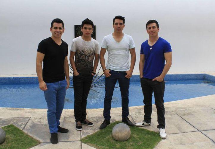Los 'Primos MX' visitaron Cancún para realizar una firma de autógrafos y convivir con sus fans. (Sergio Orozco/SIPSE)