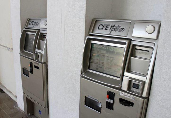 Adicionalmente, la CFE cuenta con seis cajeros en Plaza Las Américas, como una alternativa más para facilitarles a los usuarios el pago de su consumo de energía eléctrica. (Harold Alcocer/SIPSE)