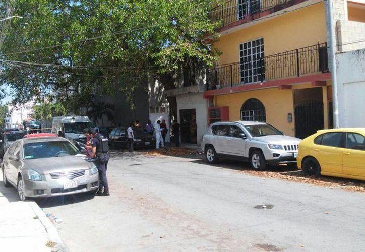 Un hombre fue hallado sin vida dentro de una vivienda de la colonia Zazil-Ha de Playa del Carmen, ayer. (Redacción/SIPSE)