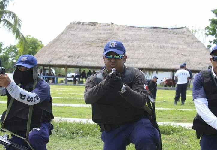 De los 315 policías municipales, alrededor de 80 podrían sufrir alguna disminución en su salario, para cumplir cabalmente las reglas de operación del Subsemun. (Harold Alcocer/SIPSE)