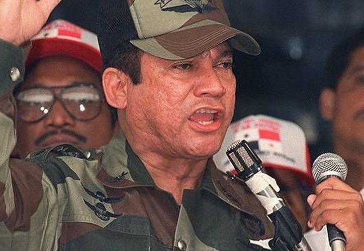 Noriega fue derrocado por la invasión de Estados Unidos de 1989 en Panamá. (abcnews.com)