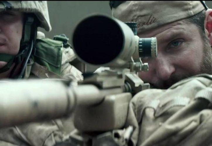 La película American Sniper rompió marcas de taquilla desde la semana pasada, superando a Avatar para convertirse en el estreno fílmico más exitoso de enero. (Warner Bros.)