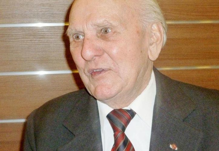 Jozef Paczynski. de 95 años, recuerda cuando fue obligado a ser peluquero del comandante nazi de Auschwitz, en Cracovia, Polonia. (Agencias)