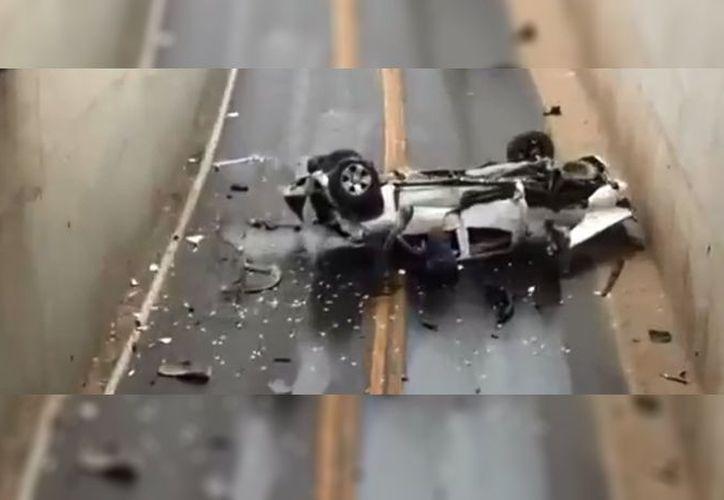 La conductora salió ilesa del choque contra el tren, aunque su auto fue reportado como perdida total. (Foto: Uniradio)