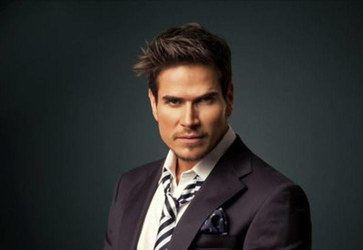 El actor colombiano Daniel Arenas dijo que cumple una fantasía al ser piloto de avión en la telenovela 'Corazón indomable'. (EFE)