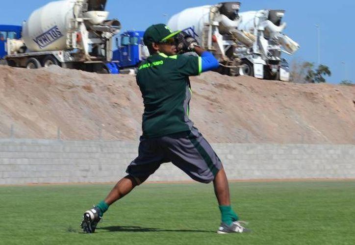 El dominicano José Constanza, uno de los refuerzos de los Leones, que están apostando por armar un equipo altamente competitivo de cara a la siguiente temporada. (SIPSE)