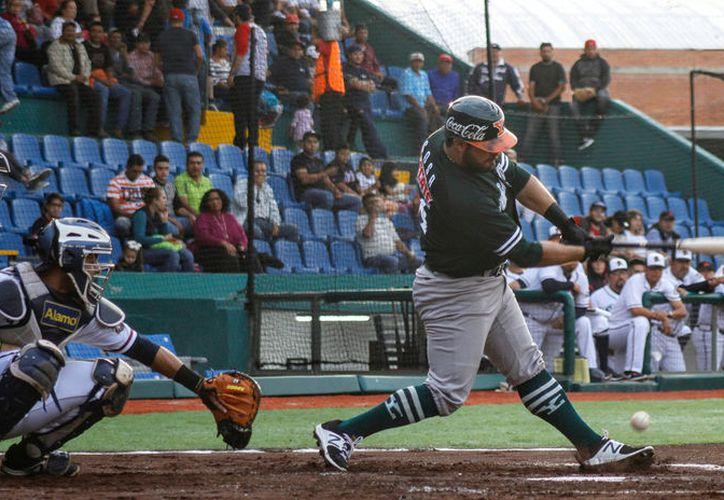 """Leones de Yucatán cayó 5-1 ante Bravos de León, en el parque """"Domingo Santana"""".  (Milenio Novedades)"""