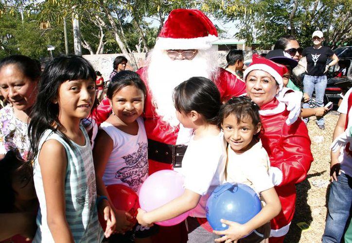 """La alegría y el entusiasmo fueron característicos de esta quinta entrega de juguetes del programa """"Todos Somos Santa"""". (Milenio Noveddaes)"""