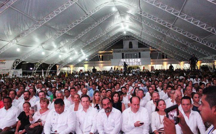 La Plaza 28 de Julio se convirtió en el recinto donde la presidenta municipal de Solidaridad rindió protesta ayer, al igual que sus homólogas en Tulum y Cozumel. (Octavio MartínezSIPSE)