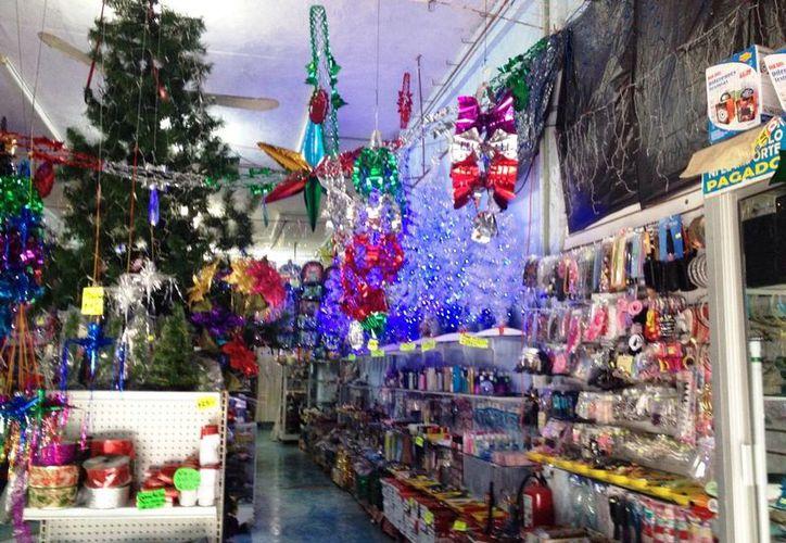 La temporada decembrina representa un gran aliciente para el comercio local, que ya comenzó a registrar sus primeras ventas. (Rossy López/SIPSE)