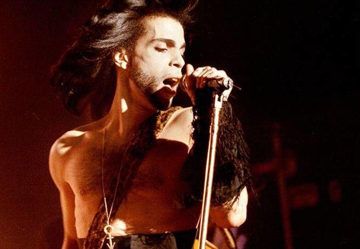 El cantante fue encontrado muerto en su casa en Minnesota, hasta el momento su deceso sigue siendo una incógnita. (AP)