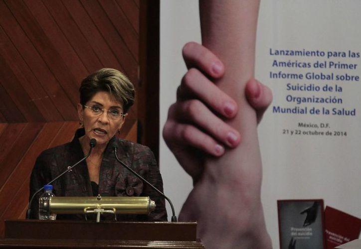 La secretaria de Salud de México, Mercedes Juan López, encabezó la presentación del Informe Mundial de Prevención del Suicidio para la Región de las Américas, el 21 de octubre de 2014, en la ciudad de México. (Archivo/Notimex)
