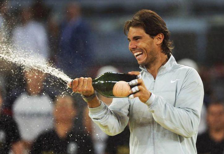 Rafael Nadal celebra su triunfo en el Abierto de Madrid. (AP)