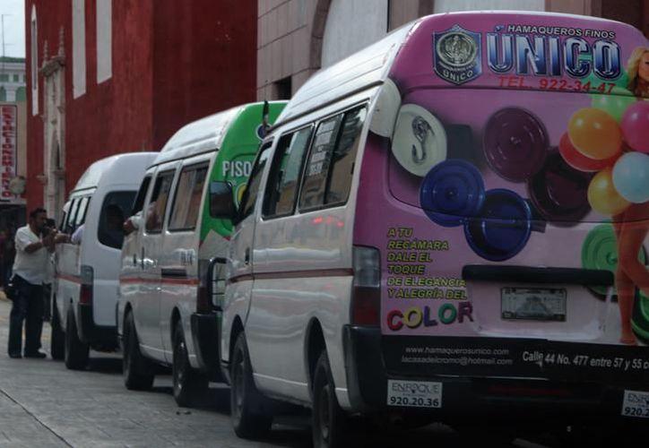 Los usuarios de las combis en trayectos largos, como el de la ruta Umán, han exigido el servicio de internet debido al tiempo que pasan en las unidades. (Milenio Novedades)