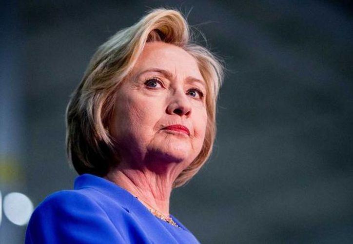 La ex primera dama de Estados Unidos, Hillary Clinton, supera a Trump entre todos los segmentos demográficos de la comunidad hispana. (AP)