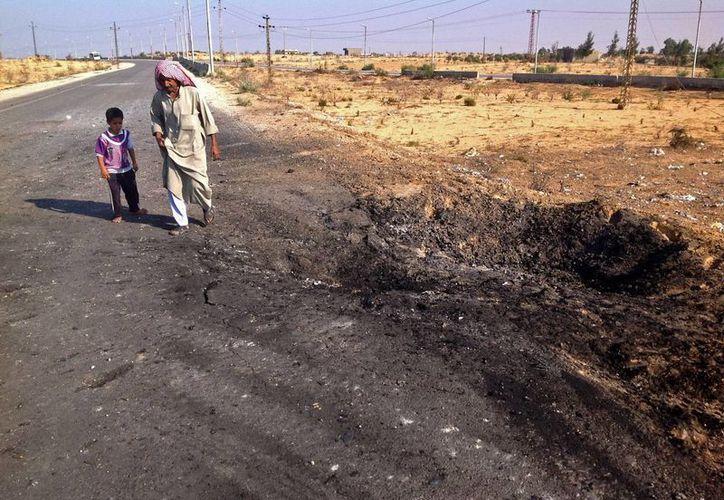 Recientemente un grupo afiliado al Estado Islámico ha realizado ataques contra la policía. La imagen muestra los rastros que dejó la explosión de un coche-bomba en Sinaí. (Archivo/AP)