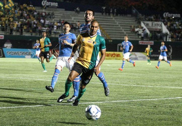 La supuesta venta de Venados FC Yucatán al dueño de Tiburones Rojos de Veracruz era falsa. Lo que podría concretarse es que sean filiales. En la foto, Venados vs Cruz Azul. (Notimex)
