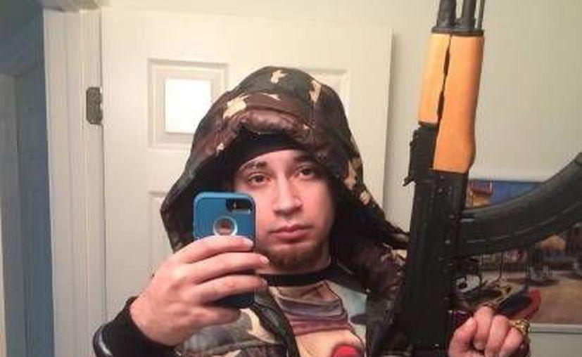 El rapero Kasper Knight, originario de Indiana, Estados Unidos, trató de ganar fama en internet con un video en el que, por gusto, se dispara en la mejilla.  (Foto de Facebook)