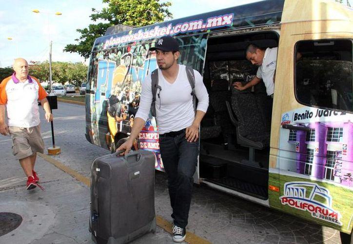 El centro, campeón con Toros de Nuevo Laredo, arribó hoy a las 16 horas, y de inmediato se reportó al entrenamiento de los Pioneros de Quintana Roo. (Cortesía/SIPSE)