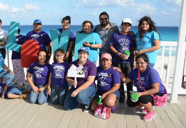 Integrantes de la fundación que apoyaron durante el evento. (Karim Moisés/SIPSE)
