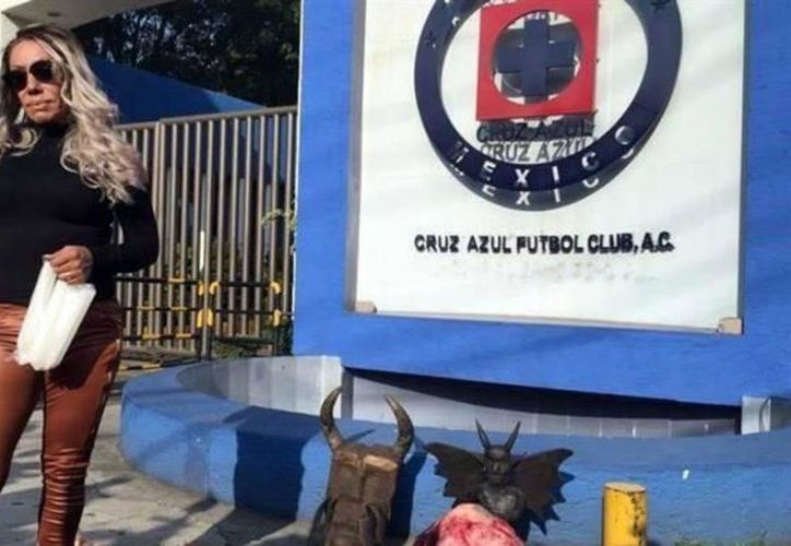 """La bruja Zulema hizo una limpia al Cruz Azul, como parte de un ritual de brujería, práctica de la que el futbol soccer no está exenta: en 1990, Mayas de Yucatán """"sufrió"""" en carne propia un conjuro. (Internet)"""
