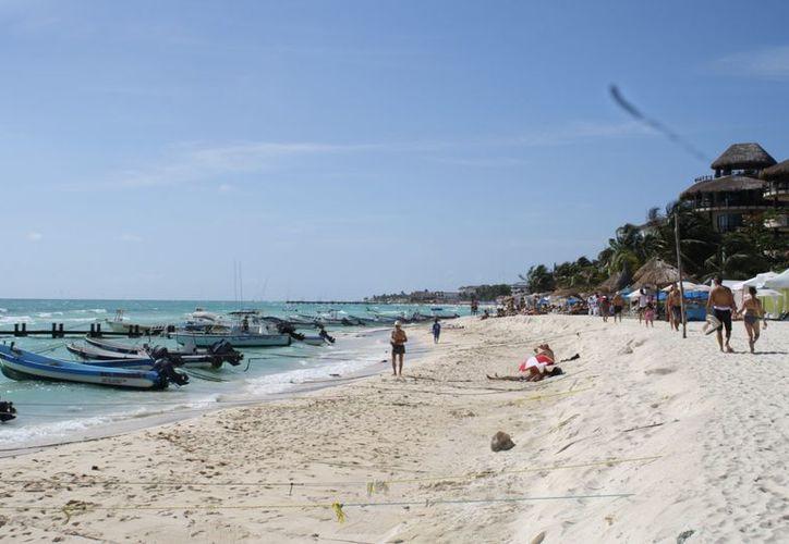 Los prestadores de servicios turísticos han dependido de la pesca cuando el mar está picado. (Yenny Gaona/SIPSE)