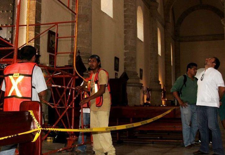 El diputado Francisco Torres Rivas realizó un recorrido por los trabajos que se realizan en la Catedral de Mérida. (SIPSE)