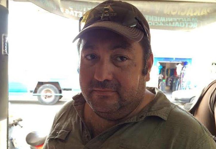 Óscar Velasco Hernández aseguró que los agentes del SAT se llevaron hasta tres mil piezas de ropa. (SIPSE)