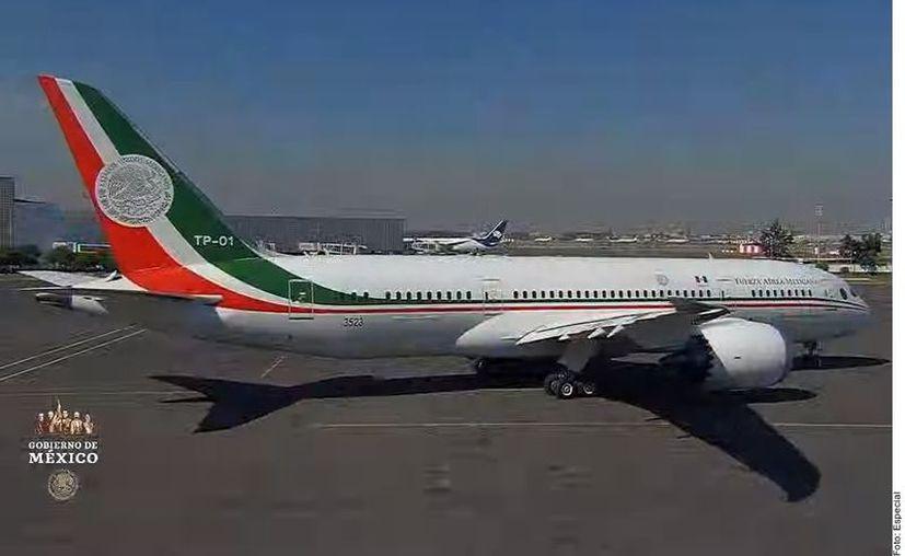 Para los panistas, la negativa del tabasqueño a usar el avión presidencial es un capricho. (Agencia Reforma)
