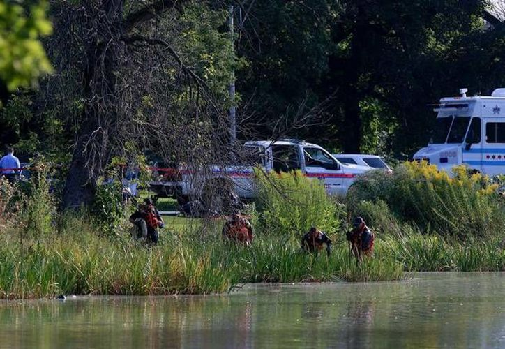 La policía de Chicago encontró diferentes partes del cuerpo de un infante en un lago. (AP)