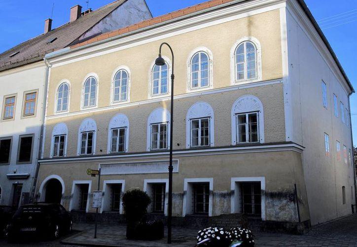 Esta es la casa en la que nació el dictador nazi Adolf Hitler (1889-1945), en Braunau am Inn, Austria. (EFE)