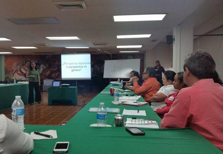 La capacitación se imparte entre los directivos de la Secretaría de Educación y Cultura de Quintana Roo. (Gerardo Amaro/SIPSE)