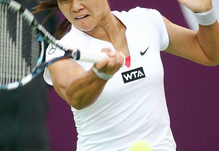 Li Na (foto) cayó por parciales de 7-6 (2), 2-6, 6-4 ante la checa Petra Cetkovska en Qatar. (Agencias)