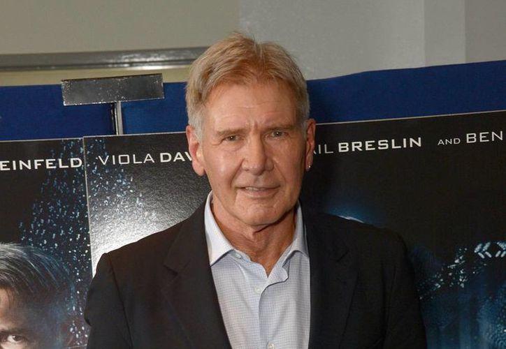 Harrison Ford no se accidentó en la grabación de alguna secuencia de acción o maniobra peligrosa, sino con la puerta de una nave espacial usada en la nueva entrega de Star Wars. (AP)