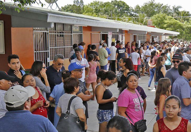 Las escuelas fueron abarrotadas el pasado domingo. (Jesús Tijerina/SIPSE)