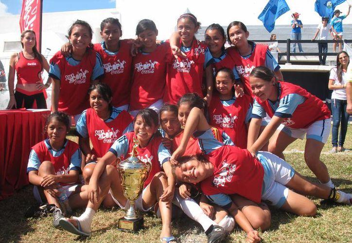 Las chicas de la Técnica 22 están motivadas y buscarán refrendar el título. (Raúl Caballero/SIPSE)