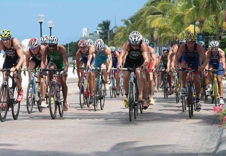 La carrera ciclista está dividida en dos categorías de 80 y 160 kilómetros. (Julián Miranda/SIPSE)