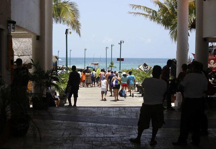 La empresa naviera ofrece cruces a la isla desde la zona hotelera. (Israel Leal/SIPSE)