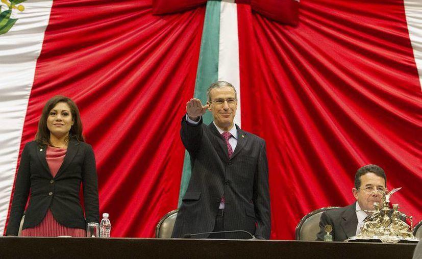 González Morfín durante la toma de protesta. Sustituye a Ricardo Anaya, quien ayer presentó licencia a su cargo para contender por la secretaría general del PAN. (Notimex)