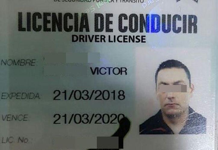 Las autoridades dieron a conocer una de las licencias de conducir. (Redacción/SIPSE)