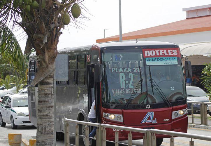 El flujo de camiones en la Zona Hotelera disminuye en el horario de la noche. (Foto: Jesús Tijerina)