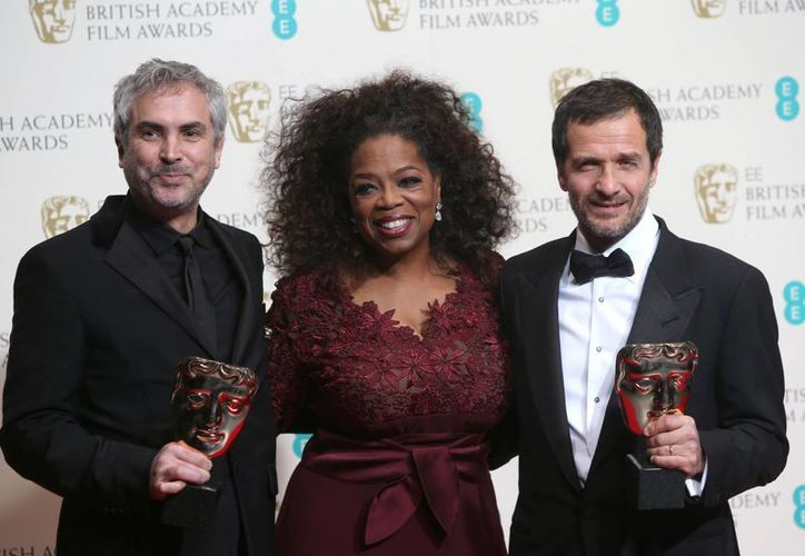 Alfonso Cuaron, Oprah Winfrey y David Heyman en los BAFTA. (Agencias)