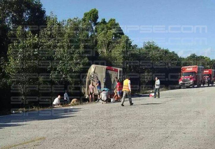 Accidente vial deja varios heridos y muertos en el tramo carretero Cafetal-Mahahual. (Enrique Mena)