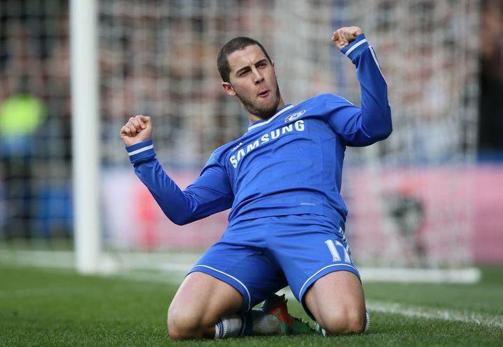 Eden Hazard celebra luego de anotar el segundo gol de los 'Blues'. (Foto: Agencias)
